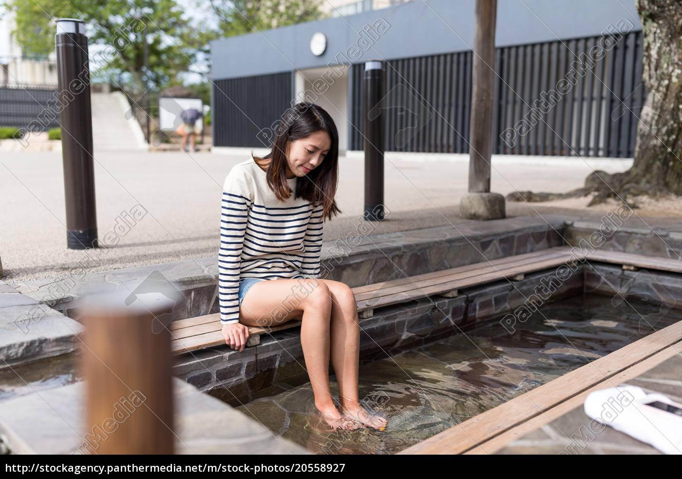 woman, enjoy, foot, onsen - 20558927