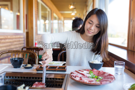 woman, enjoy, roasted, beef, in, japanese - 20558933