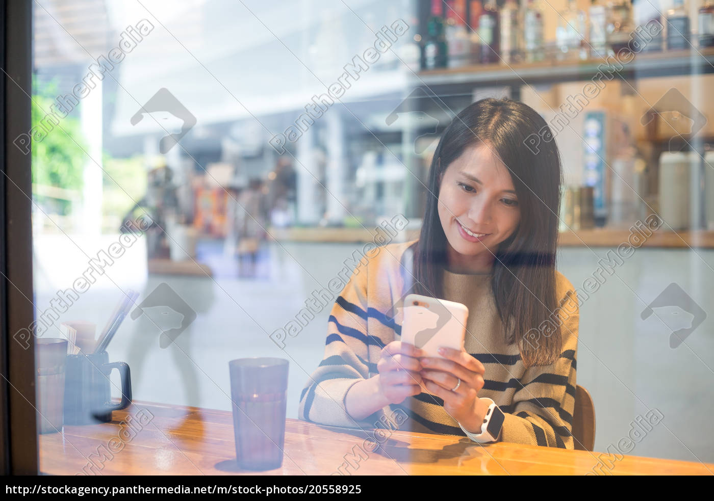 woman, using, mobile, phone, in, cafe - 20558925
