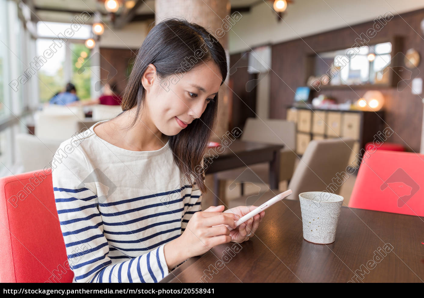 woman, using, mobile, phone, in, coffee - 20558941