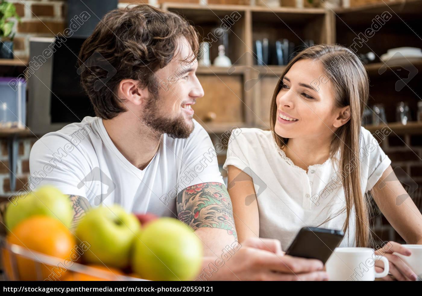 couple, using, smartphone - 20559121