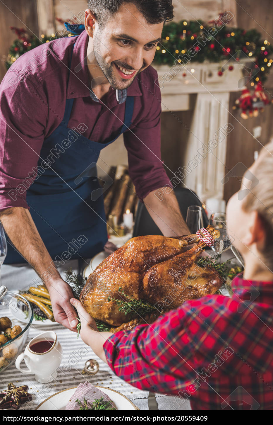 father, and, son, holding, roasted, turkey - 20559409