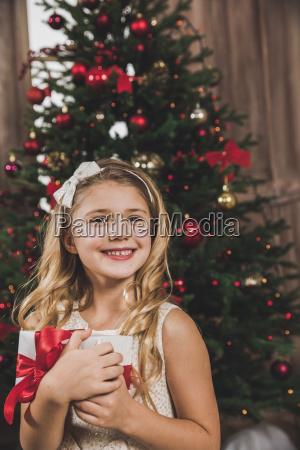 girl, holding, gift, box - 20559321