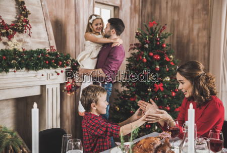 happy, family, at, christmastime - 20559201