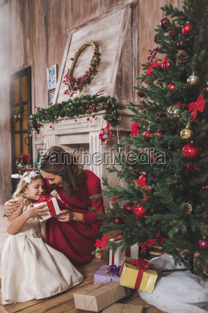 mother, giving, daughter, christmas, present - 20559339