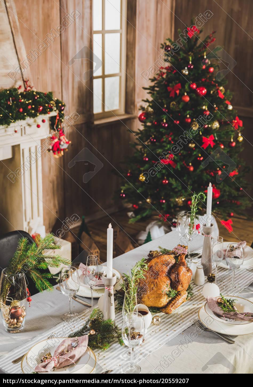 roasted, turkey, on, holiday, table - 20559207