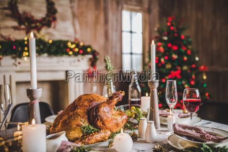 roasted, turkey, on, holiday, table - 20559439