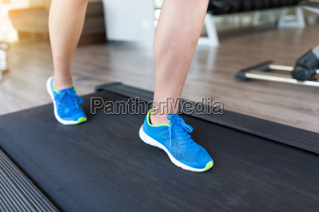 woman, running, on, treadmill - 20560313