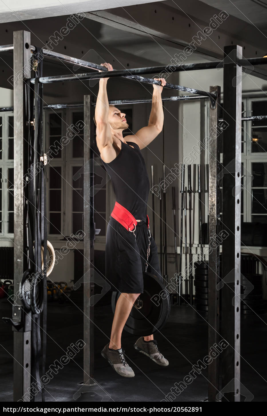 fitness, man, doing, pull-ups, on, bar - 20562891