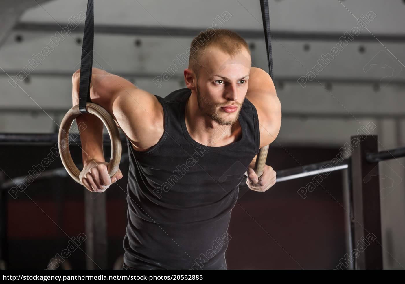 fitness, man, training, arms, with, gymnastics - 20562885