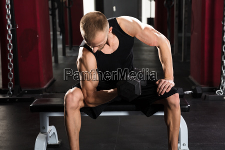 man, lifting, dumbbell - 20562821
