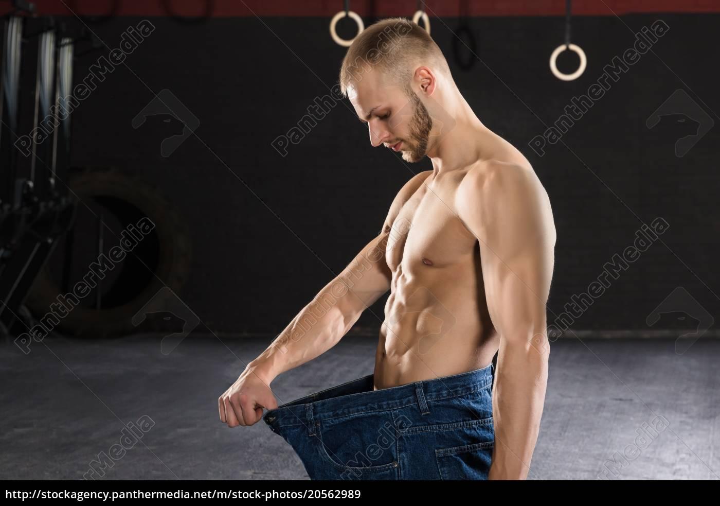 man, wearing, loose, jean, in, the - 20562989
