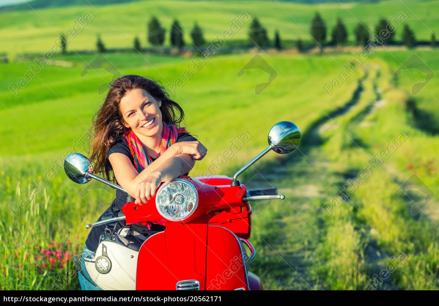 young, woman, traveling, in, tuscany - 20562171