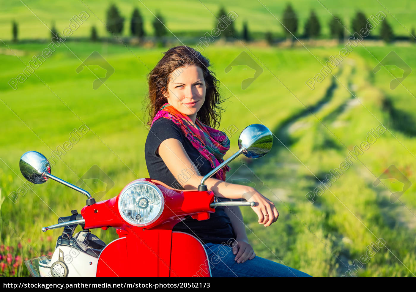 young, woman, traveling, in, tuscany - 20562173