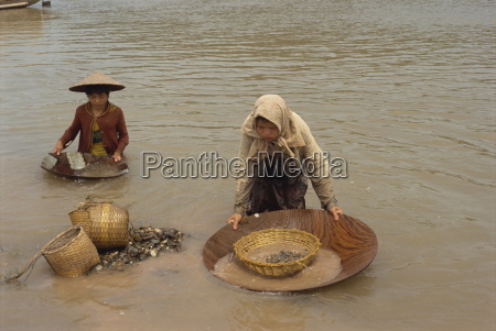 women panning for gold in the
