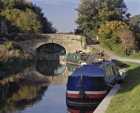 narrowboats moored on the kennet and