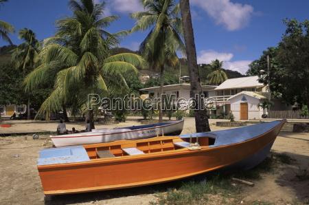 boat on beach port elizabeth bequia