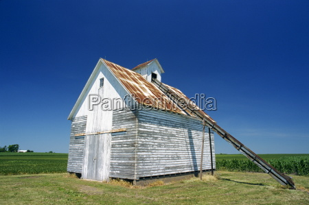 a corn barn a wooden building