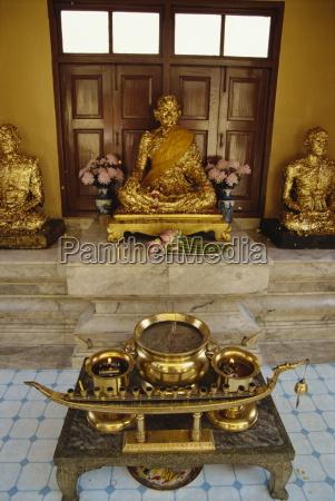 buddha statues covered in gold leaf