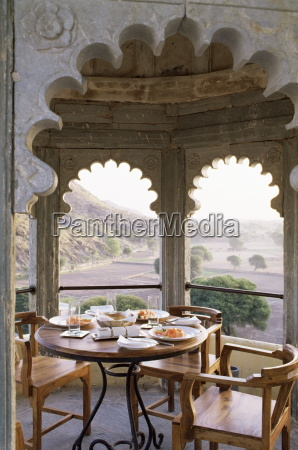 private exterior dining area ajoining a