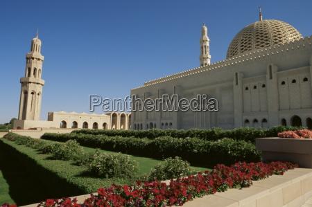 sultan qaboos grand mosque built in