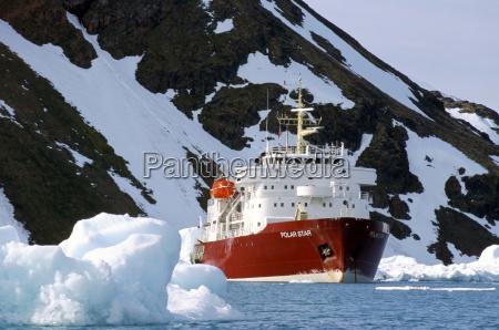 ice breaker tour ship krossfjorden icebergs