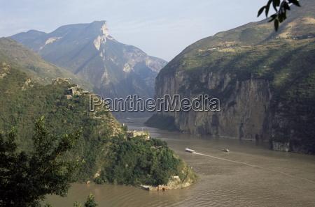 upstream end seen from fengjie qutang