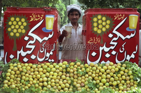 citrus fruit vendor at lahore city
