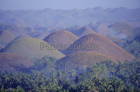 the chocolate hills of bohol famous