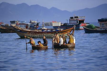 fishermen coming ashore in thung chais