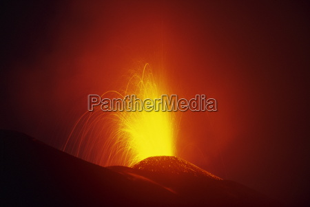 eruption of highly active volcan pacaya