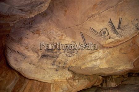 aboriginal charcoal paintings at yourambulla rock