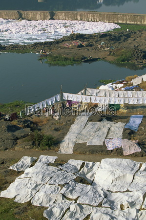 laundry drying by the mula river