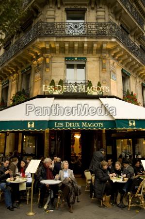 the famous cafe les deux magots