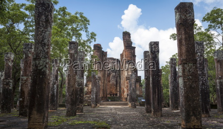 vertical columns the kiri vihara buddhist