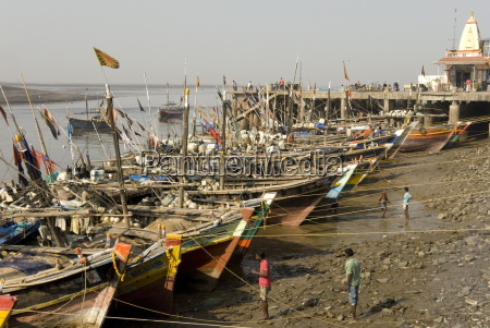 the fishing harbour on the daman