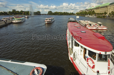 tour boats that ply the popular
