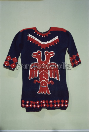 raven clan design on tlingit tunic