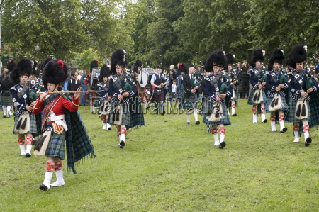pipe band tomintoul highlands scotland united