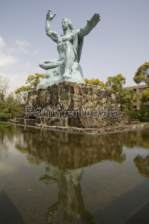 peace statue commemorating 1945 atomic blast