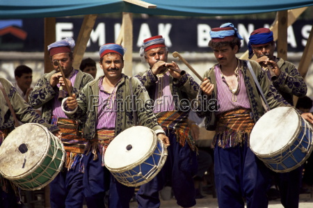 musicians at a wrestling match antalya