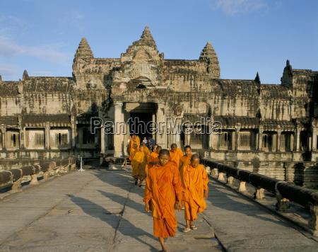 buddhist monks in saffron robes angkor