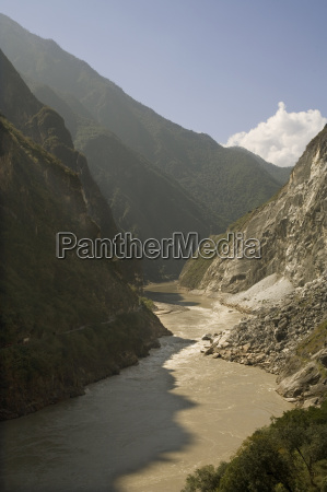 tiger leaping gorge and yangtze river