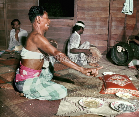 folk medicine practitioner bomoh malaysia southeast