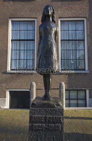 statue of anne frank outside westerkerk