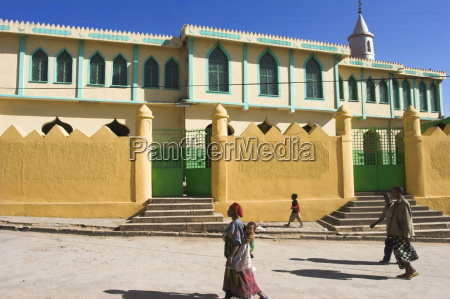people walking past jamia mosque built