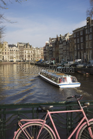 tourist canal boat on the herengracht