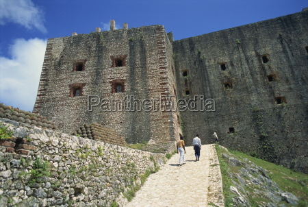 approach to the citadelle fort built
