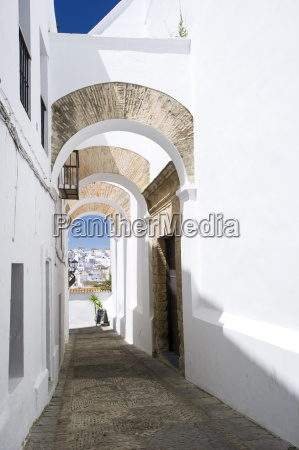 arched architecture in the narrow lanes
