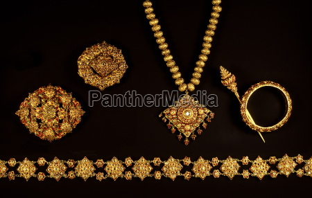 gold and gem jewellery from ayutthaya